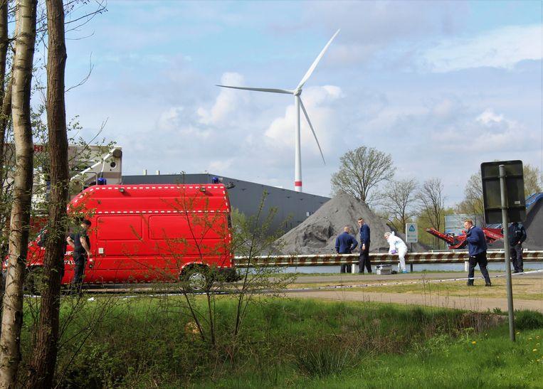 Twee Lichamen Gevonden In Albertkanaal In Limburg Binnenland