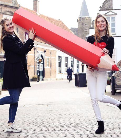 Emma en Nine willen dat Oldenzaalse jongeren zich laten horen: 'Niet blijven zeuren, maar ga stemmen!'