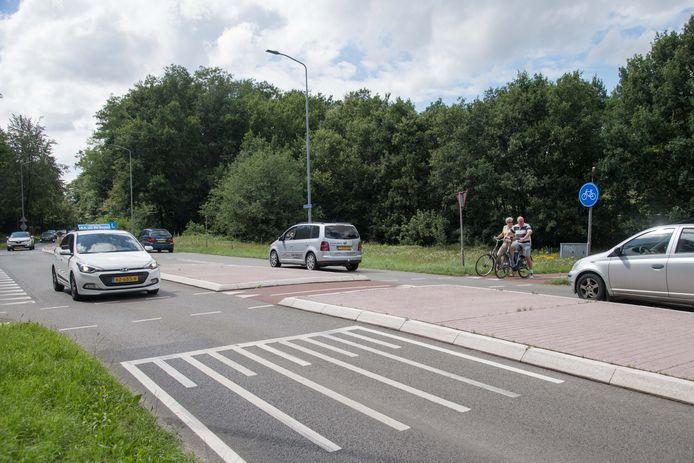 Ter hoogte van de Korhoenlaan komt in de Ceintuurbaan mogelijk een rotonde, zodat fietsers en voetgangers veiliger naar de overkant kunnen en autoverkeer veiliger af kan slaan.