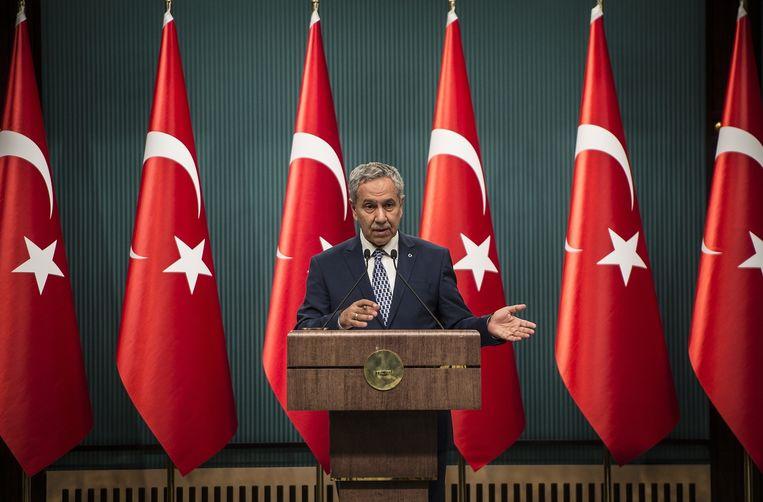 De voormalige vicepremier van Turkije Bülent Arinç, op de foto nog in functie in 2015, pleit voor vrijlating van de zakenman/filantroop Osman Kavala, de belangrijkste politieke gevangene. Beeld Getty