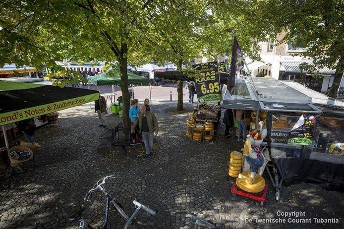 De marktkramen staan zaterdag op het Bisschopsplein.