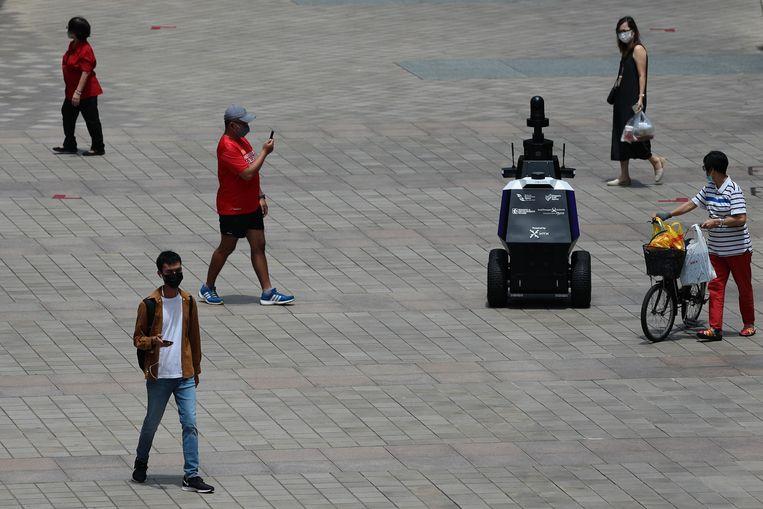 De robotagenten wijzen mensen op ongewenst gedrag. Beeld NurPhoto via Getty Images