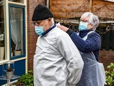 Deze GGD'ers bezoeken mensen die te ziek, bang of verward zijn voor de teststraat: 'Hij beet de teststaaf doormidden'