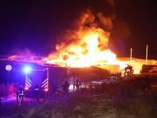 Grote brand verwoest Oase Beachclub: 'Na 35 jaar moeten we weer opnieuw beginnen'