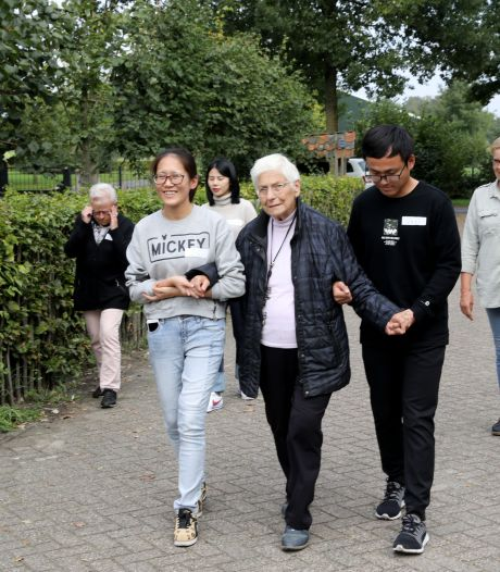 22 Chinezen komen zorg-kunst afkijken op Ouderenlandgoed Grootenhout in Mariahout