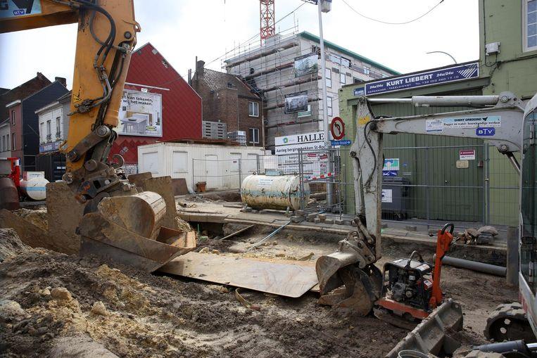 De Sint-Rochusstraat was vorig jaar al eens drie maanden afgesloten voor werken, nadat op het Dynastieplein een nieuw bufferbekken aangelegd werd. Details zijn er nog niet, maar er zitten dus opnieuw werken aan te komen.