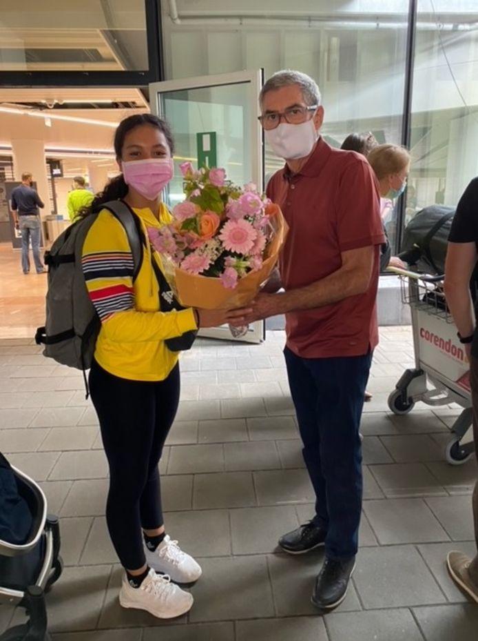 Jutta Verkest ontving bloemen van haar clubvoorzitter Gilbert Vercammen