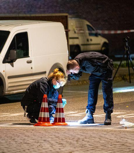 Drugsoorlog Zwolle: koeriersbusjes verdachte om de haverklap aangehouden, eigenaar blijft in de cel