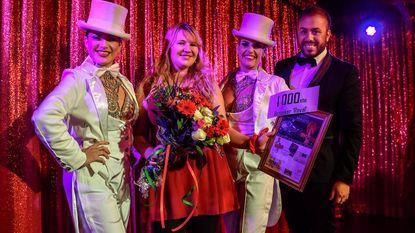 Laura Heuninck 1.000ste bezoeker Cabaret Magiq