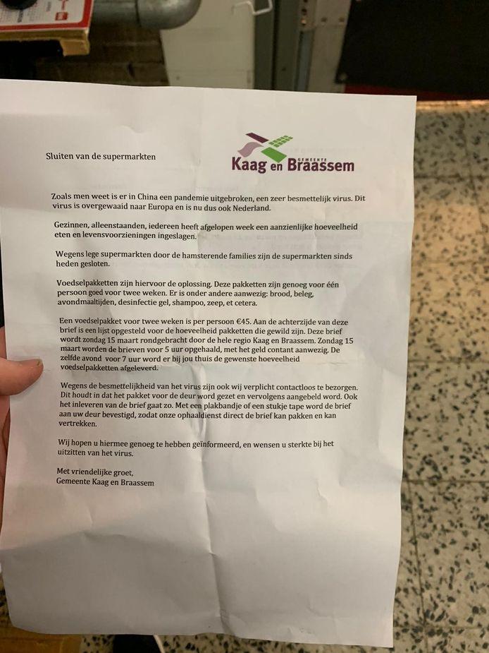 De nepbrief waarin een boodschappenpakket 'tegen betaling' werd aangeboden, die valselijk was voorzien van het logo van de gemeente Kaag en Braassem.