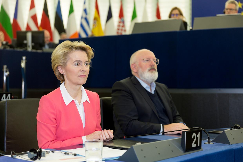 Ursula von der Leyen en Frans Timmermans in het Europees Parlement in november.  Beeld Getty