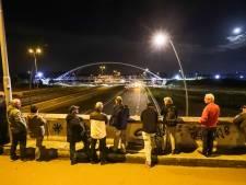 Operatie geslaagd: fietsbrug over Randweg Eindhoven geplaatst