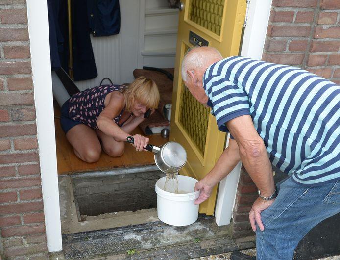Ondergelopen kelders in Werkendam na hoosbuien in 2014.