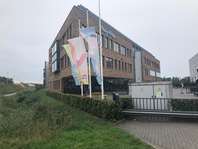 Op het Citadel College in Lent hangen de vlaggen halfstok vanwege het overlijden van Lieke Steeg.