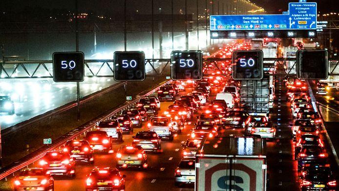 Matrixborden boven de snelweg