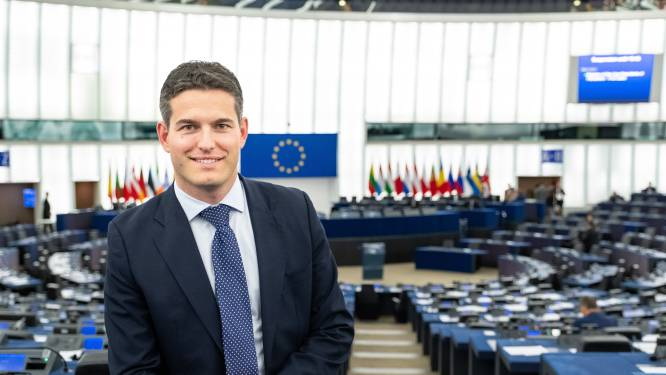 Gifschepen varen Europees Parlement binnen: 'Schandalig, hoe kon dit gebeuren?'