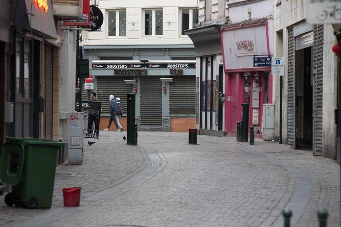 Een desolate Rue des bouchers - Slagerstraat in Brussel.