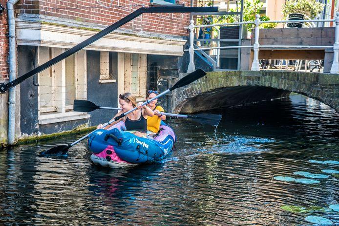 De Voldersgracht in Delft waar mogelijk rioolwater op wordt geloosd.
