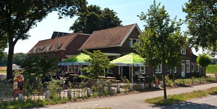 Hotel Den Handwijzer in Herpen ligt centraal in het recreatiegebied met Herperduin en de Maas vlakbij.