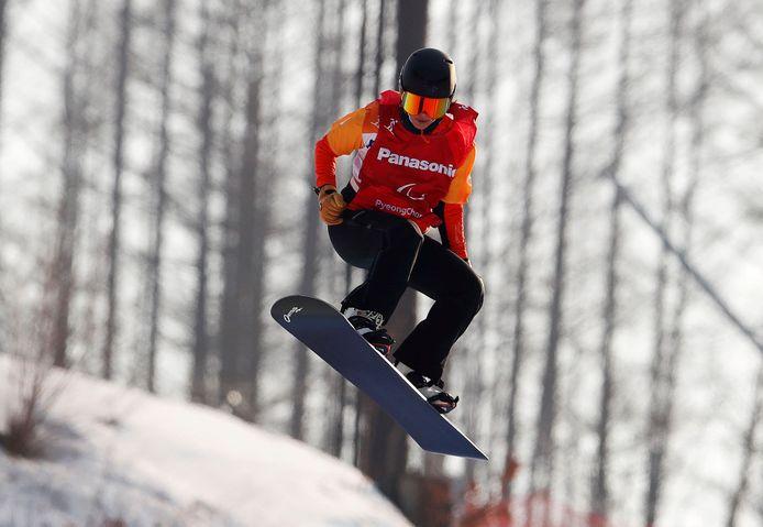 Bibian Mentel in de halve finale van de snowboardcross in Pyeongchang.