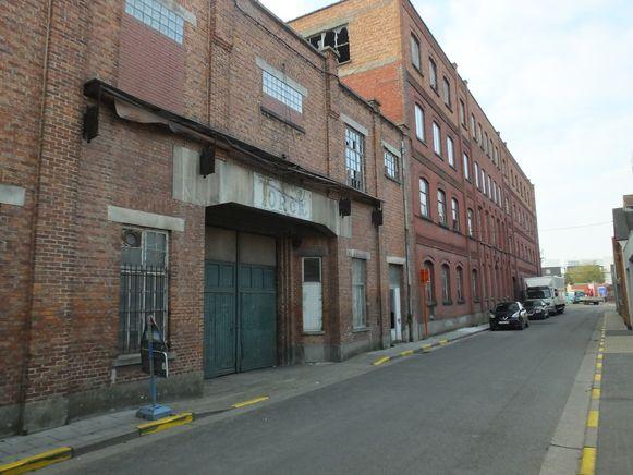 De oude fabrieksgebouwen in de Ommegangstraat maken plaats voor een nieuwe woonwijk.