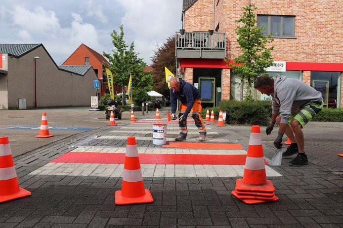 De gemeente Kalmthout legt twee regenboogzebrapaden aan.