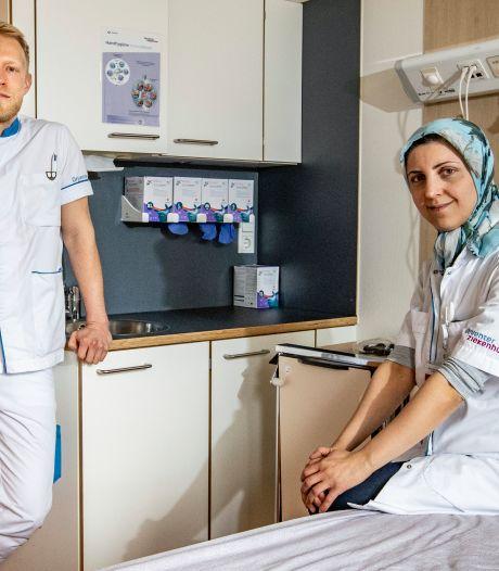 Uitkijken naar versoepelingen? In het Deventer Ziekenhuis kijken ze vooral uit naar minder coronapatiënten: 'De rek is er al heel lang uit'