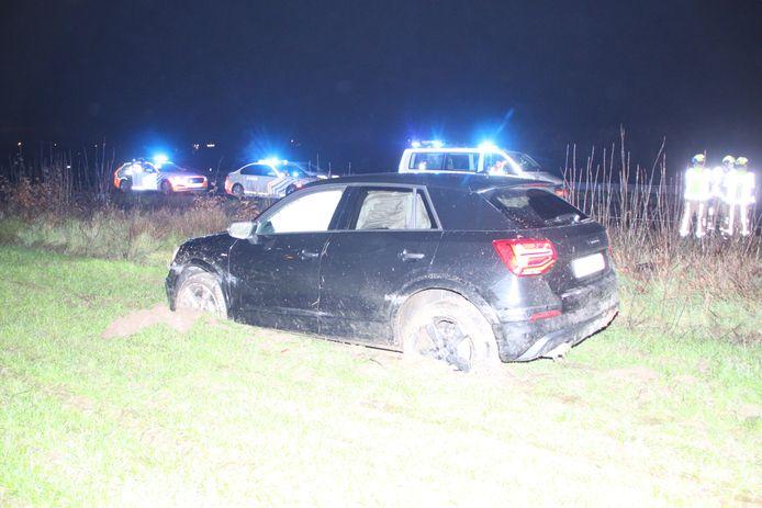 De Audi kwam in een zompige akker naast de E403 tot stilstand.