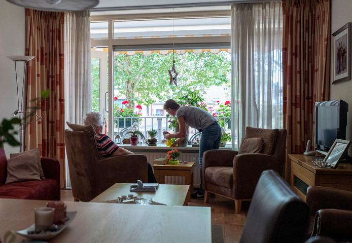 Aanvragen voor huishoudelijke hulp voor 75-plussers worden in Nijmegen versneld afgehandeld.