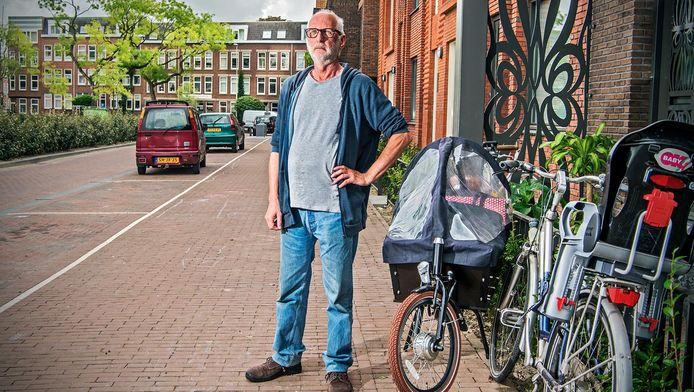 Bakfietsen genoeg in Crooswijk, maar het blijft armoe troef, zegt buurtbewoner Peter Kik.