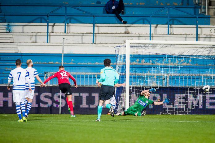 Helmond Sport-spits Jordy Thomasen (12) scoorde in 2016 drie keer tegen De Graafschap op een lege Vijverberg.