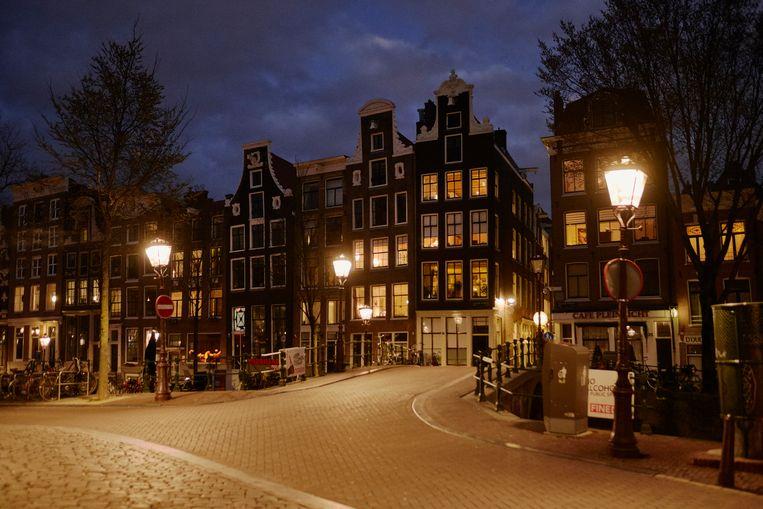 Toeristen zijn van het straatbeeld verdwenen en laten Amsterdam leeg achter door de coronapandemie.  Beeld Getty Images