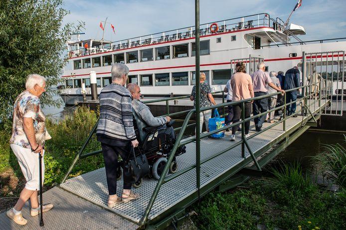 De zonnebloem Dinteloord houdt het eerste uitstapje sinds de coronacrisis. Deelnemers gaan met de Zilvermeeuw een dagje varen.