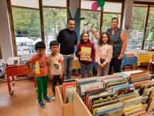 Élie Semoun fait une visite surprise à la bibliothèque de Jette