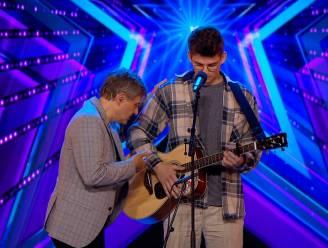 Bart Peeters helpt kandidaat die zijn tekst vergeet in 'Belgium's Got Talent'