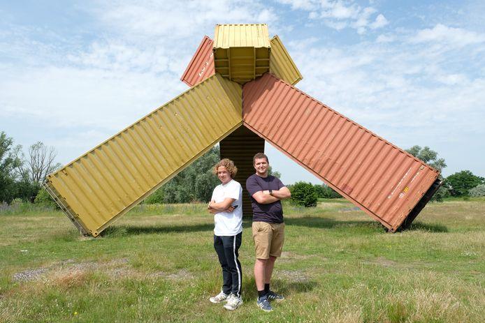 Michiel Van den Broeck (20) van Geheimzinning en Matthias Roets (23) van P-Productions op de Konijnenwei in Antwerpen.