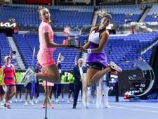 Mertens et Sabalenka s'adjugent le double à Melbourne et se hissent à la première place mondiale