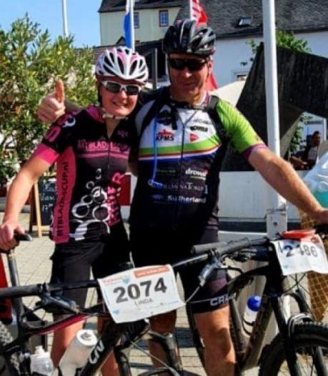 Fietsmaatjes uit Borculo zitten 350 kilometer non-stop op de mountainbike voor het goede doel