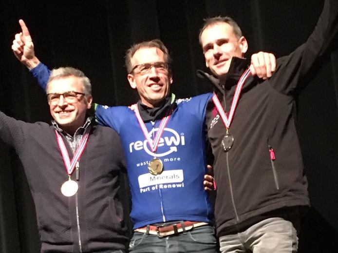 Klaas van den Berg straalt op het podium met zijn gouden plak.