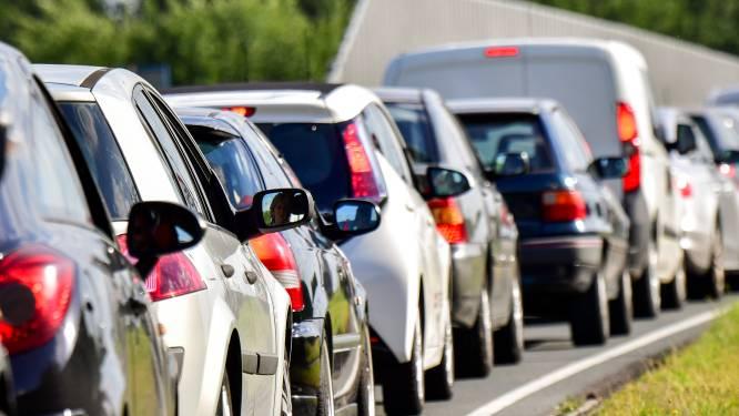 Flinke vertraging op A12 door ongeluk, ook lange file op A4 richting Den Haag