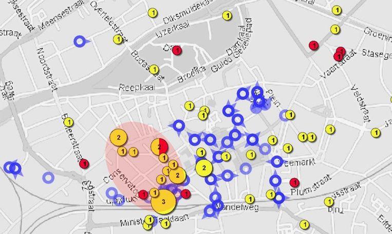 Een kaartje met daarop de diefstallen zonder wapen (gele bolletjes), de diefstallen met wapen (rode bolletjes), de veiligheidscamera's (blauwe bolletjes) en de voorlopig nog blinde vlek ter hoogte van het Casinoplein (roze ovaal)