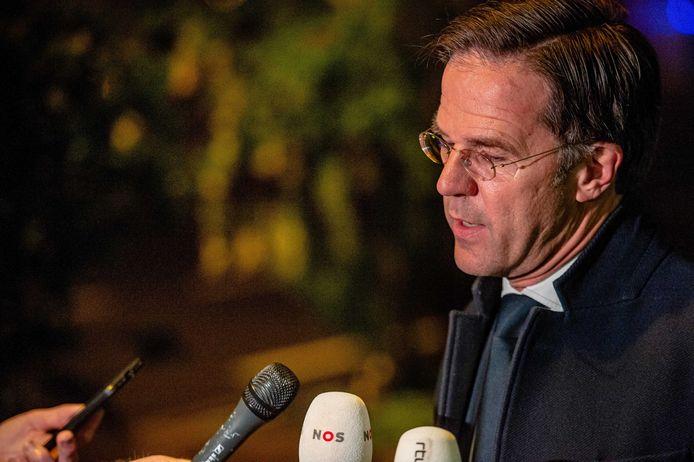 Demissionair premier Mark Rutte staat de pers te woord bij de permanente vertegenwoordiging van Nederland in Brussel voorafgaand aan een buitengewone EU-top.