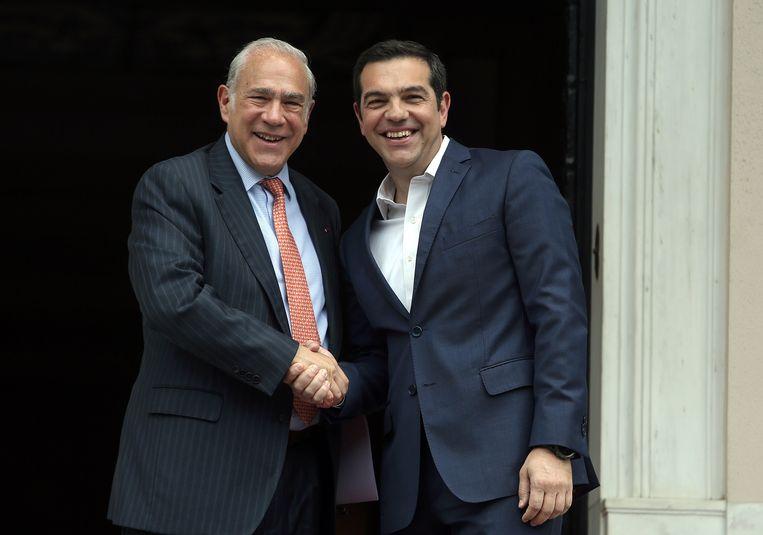Oeso-topman Angel Gurria (L.) heeft de  Griekse premier Alexis Tsipras (R.) ontmoet.  Beeld EPA