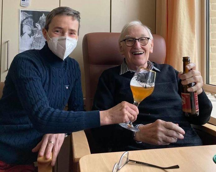 Brenda Van Den Eeckhout met Kamiel Sergant en een Keizer Kamiel-bier.