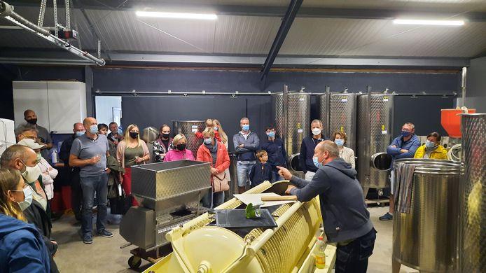 Geraardsbergen: In de wijnmakerij kregen de bezoekers uitleg over het wijnproces.