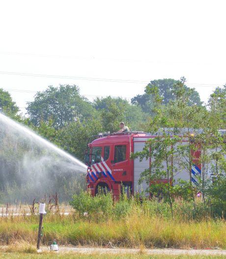 Stroomuitval in kippenstal: brandweer koelt oververhitte kippen in Putten