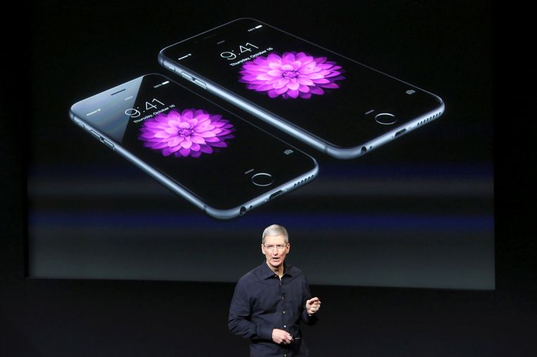 Apple-topman Tim Cook bij de presentatie van de iPhone 6 in oktober 2014.