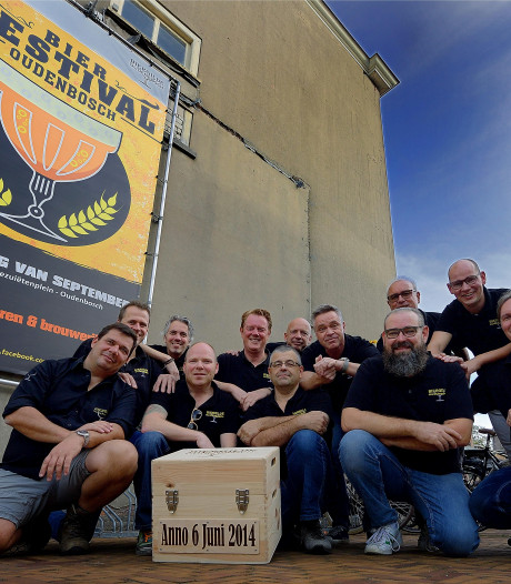 Proeven aan het 'Nonnengenot' op Bierfestival Oudenbosch