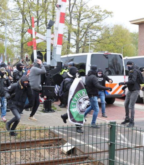 Politiebus rijdt voetganger aan bij coronaprotest Barneveld
