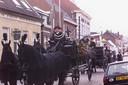 De begrafenis van Henri Mastboom was in 1999 een Mis met Drie Heren en een uitvaartstoet met koetsen, die voorbij zijn huis (hoge pand in het midden van de foto) reden.
